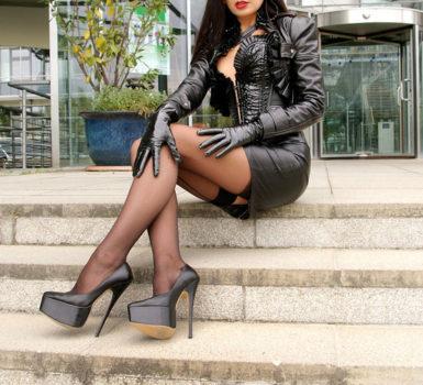 Mistress Simona di Taranto vestita sexy